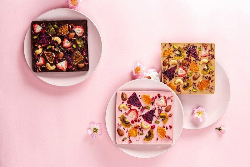 七夕限定夢幻水果巧克力磚,口味多樣化,有濃情的黑巧克力、酸甜的草莓巧克力、香濃牛...