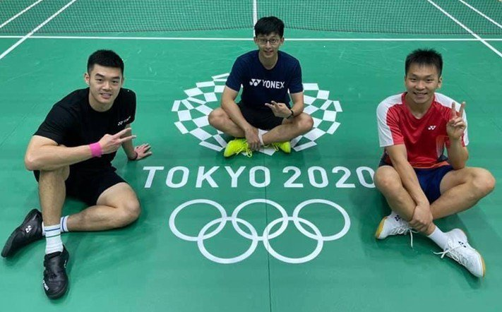王齊麟(左起)丶隨隊教練陳宏麟丶李洋三人,在東京奧運現場! 土銀/提供