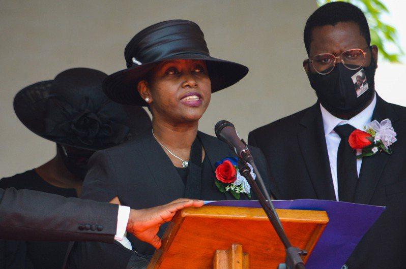海地總統摩依士(Jovenel Moise)7日遇刺身亡,重傷的遺孀瑪婷(Martine Moise)在事發後首度受訪。 新華社