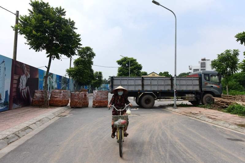 越南最新一波COVID-19(2019冠狀病毒疾病)本土疫情肆虐3個多月已有近14萬人確診。 法新社