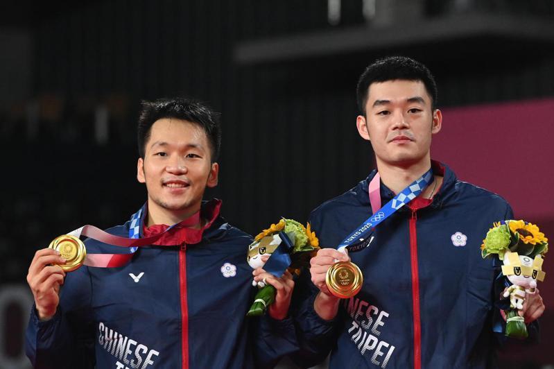 李洋(左)/王齊麟再下本屆中華隊第二金。 新華社