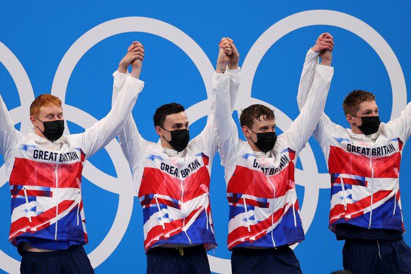 英國隊拿下東奧800公尺自由式接力金牌。路透