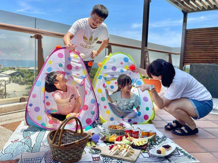 福容花蓮店有諾大的獨立陽台空間,可與家人共度歡樂時光。圖/福容飯店提供