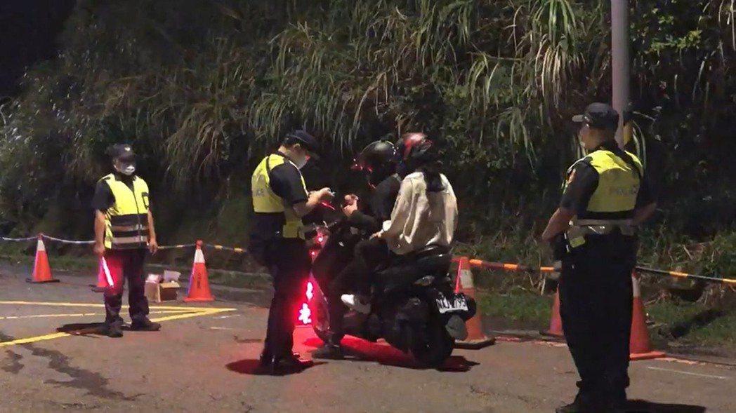 台北市警士林分局、北投分局上月24日提前啟動防制危險駕車勤務。記者蔡翼謙/翻攝