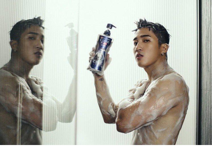 婁峻碩挑戰人生最大尺度,僅泡泡遮點。圖/clear淨男士沐浴乳提供