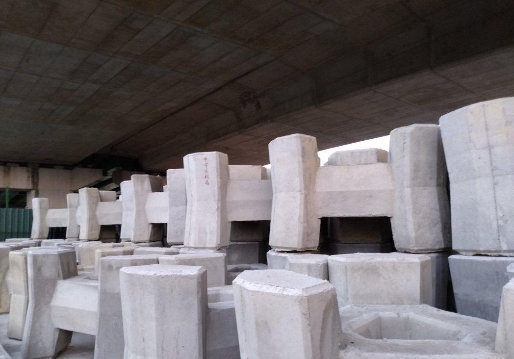 台中市政府水利局為防範西南氣流可能帶來的致災性降雨,已整備好各項防汛資材。圖/台...