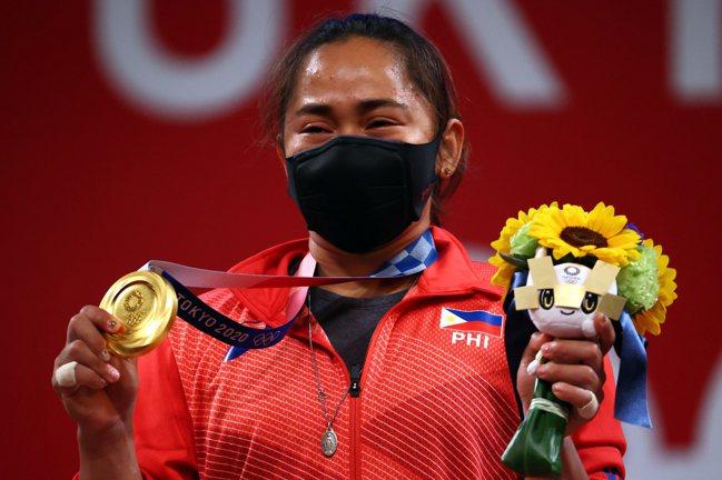 菲律賓舉重選手迪亞斯(Hidilyn Diaz)為菲國拿下史上首面奧運金牌。  ...