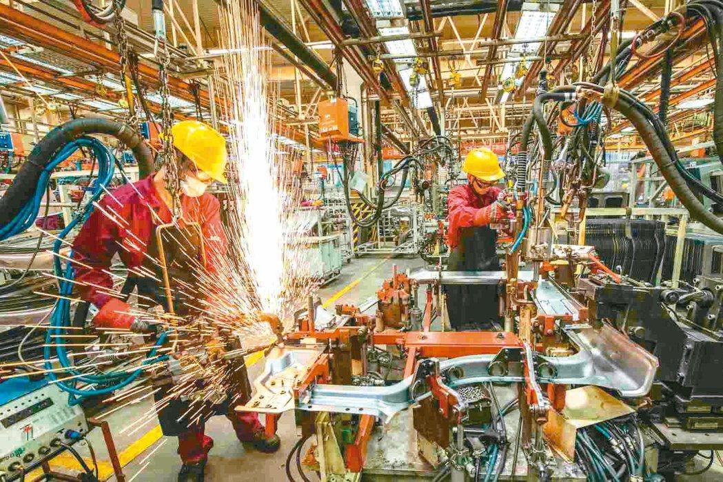 大陸7月製造業PMI指數為50.4,是2020年3月以來近一年半的最低點。圖為山...