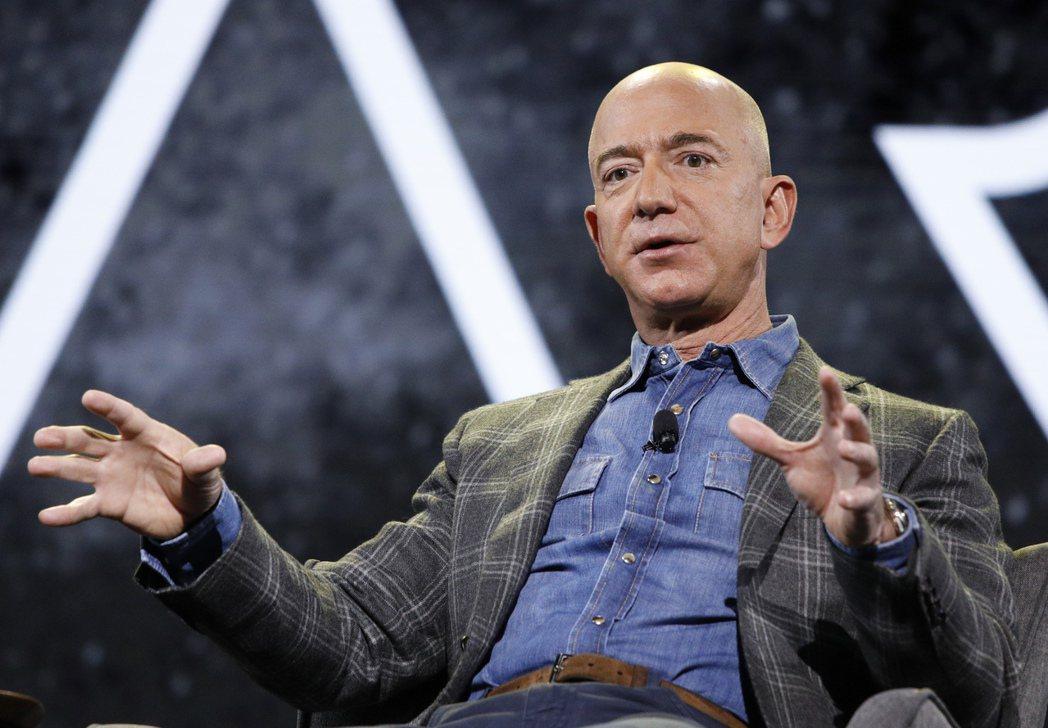 亞馬遜30日股價大跌逾7%,拖累貝佐斯個人淨值頓失140億美元。    美聯社