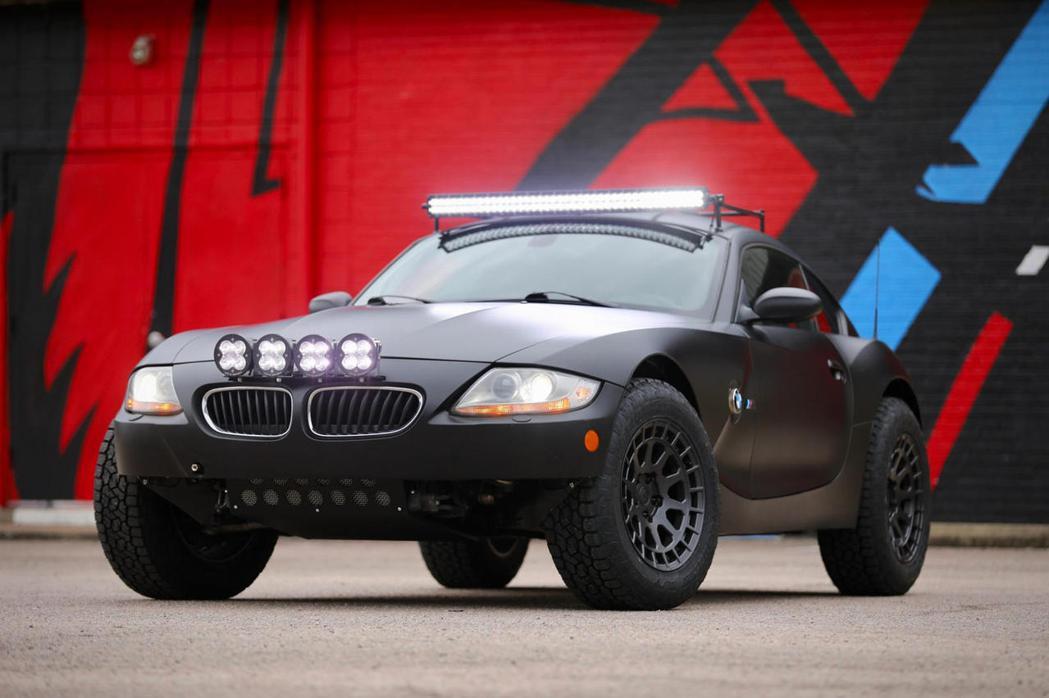 BMW Z4 M搖身一變硬派越野車。 摘自CarBuzz.com