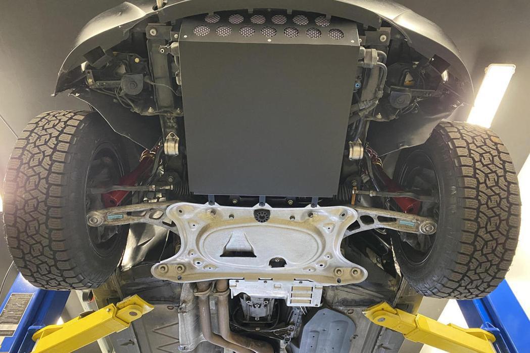 底盤及懸吊也經過改裝。 摘自CarBuzz.com