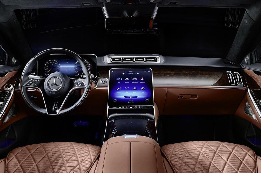 內裝延續旗艦車款的科技感。 圖/Mercedes-Benz提供