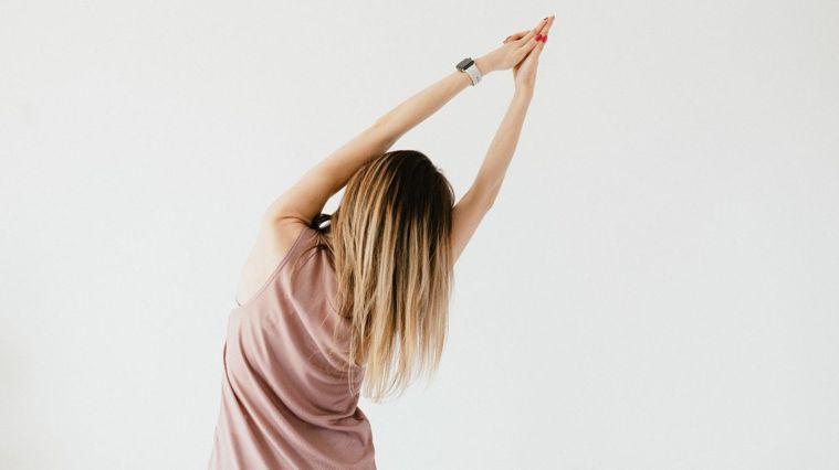 緊實的手臂能讓視覺上看起來更纖細,整體也會感覺更年輕。圖/Canva