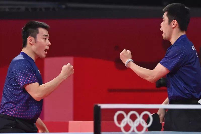 奧運男團16強中華隊莊智淵(右)與陳建安出賽。  圖/法新社
