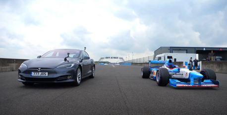 影/Tesla Model S能夠擊敗搭載V10引擎的F1賽車嗎?