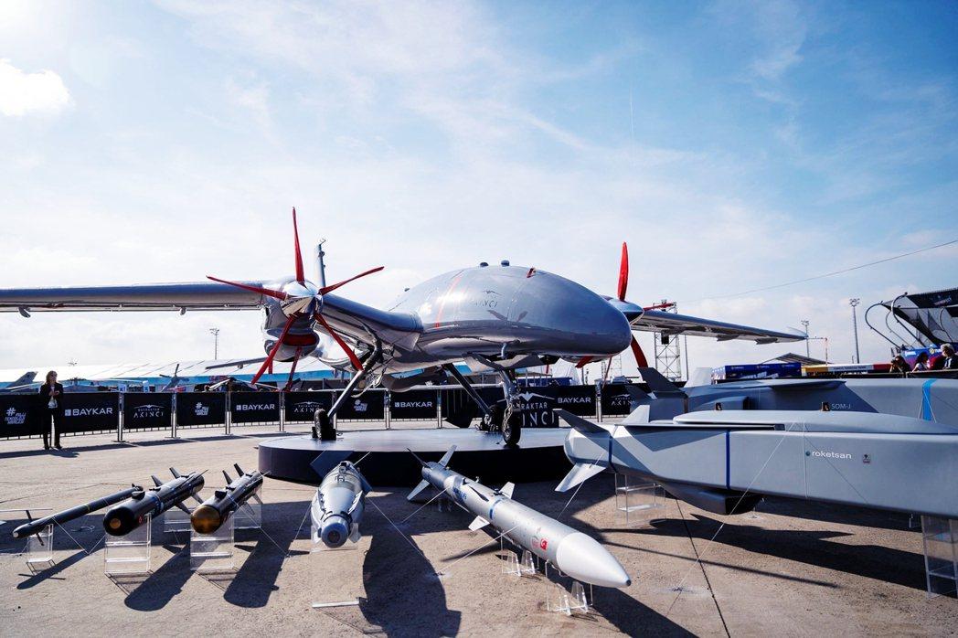 在3架原型機相繼試飛後,阿肯哲的第一架量產型在今年五月試飛。其較大的體型在未來可...