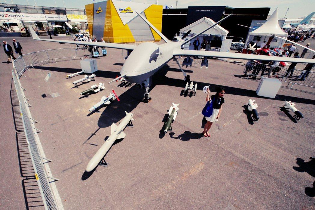 在利比亞內戰中,起初威風凜凜的「翼龍二」。 圖/路透社
