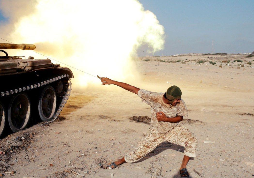 受土耳其無人機優勢撐腰,勉強扳回一成的利比亞政府軍。 圖/路透社