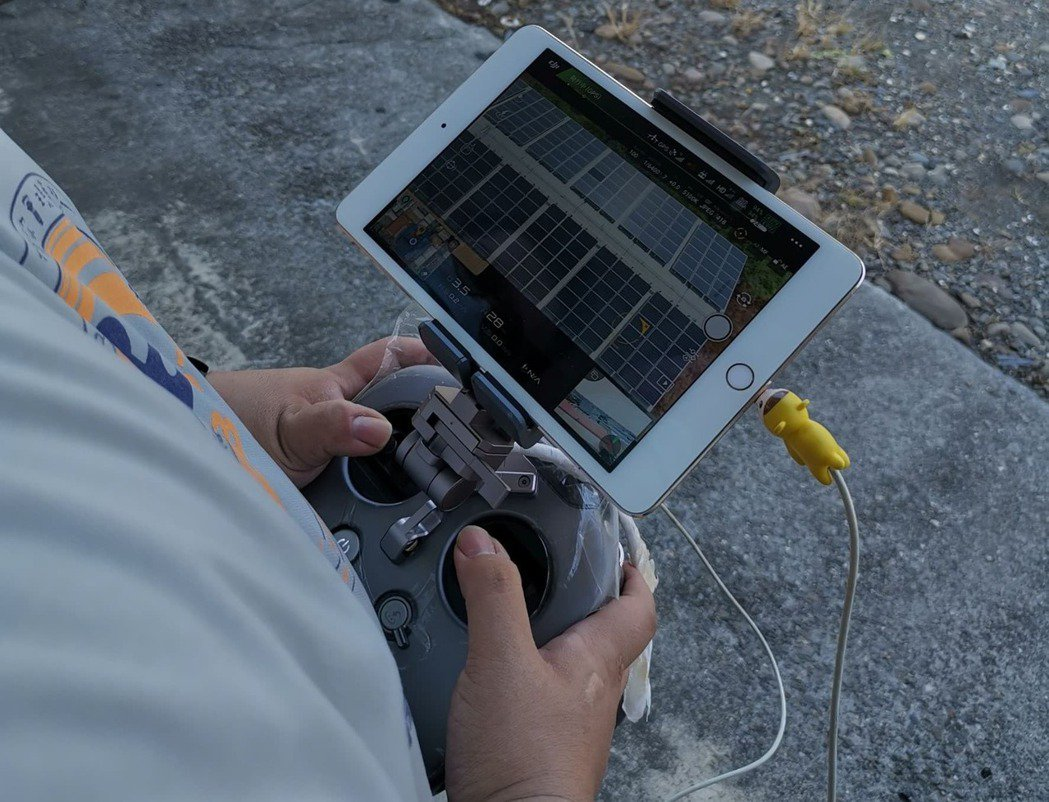 南科自造基地與美林能源公司合作開發的「IR熱斑缺陷辨識可視化介面平台」。 南科/...