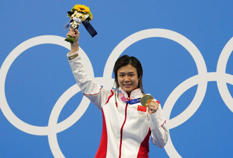 中國跳水夢幻隊的施廷懋今天在女子3米跳板項目奪得金牌,成為第2位在個人與團體3米跳板項目皆衛冕摘金的女子選手。 美聯社