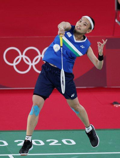 戴資穎昨天上演甜蜜復仇,以直落二擊敗曾在里約奧運贏她的印度好手辛德胡,勇闖今天的...