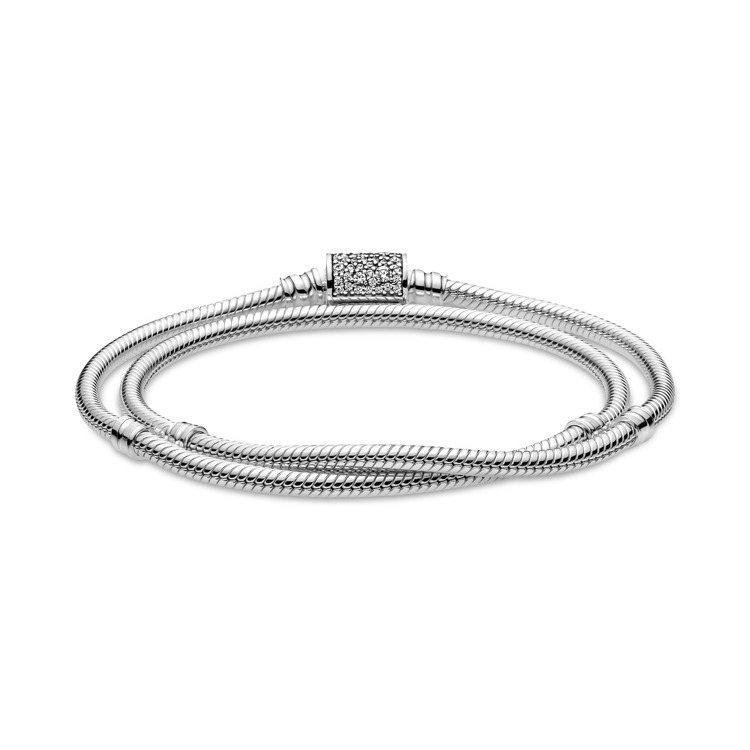 Pandora 925銀璀璨釦頭雙圈手鍊,5,380元。圖/Pandora提供