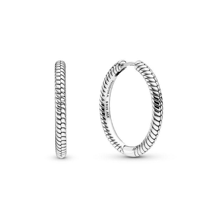 Pandora蛇鍊圖騰925銀單圈耳環,2,080元。圖/Pandora提供