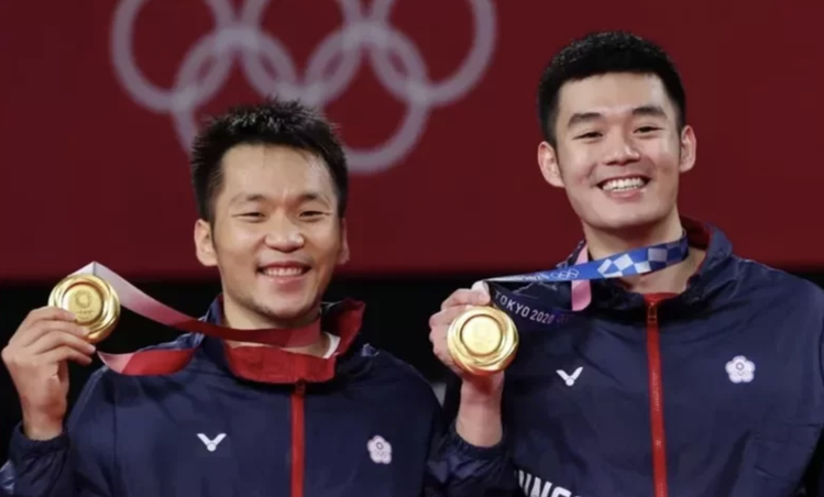 台灣羽球雙人組合李洋與王齊麟昨晚在東京奧運勇奪金牌。東京特派記者余承翰/攝影