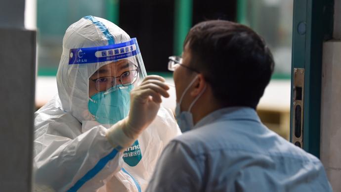 南京第三輪檢測採樣890萬份,已檢出49例確診。澎湃新聞