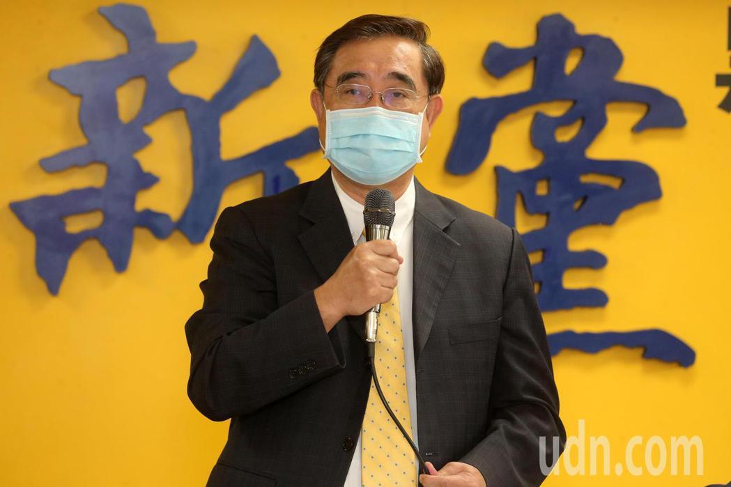 新黨今天舉行記者會,新黨主席吳成典表示,包括防疫的破口各說各話、核酸檢驗費用太貴...