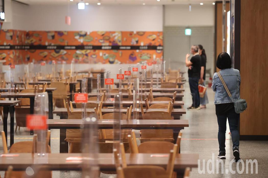 柯文哲今強調,如果要開放餐廳內用,預計就是下周二,餐廳可以先準備市府的要求,觀察...