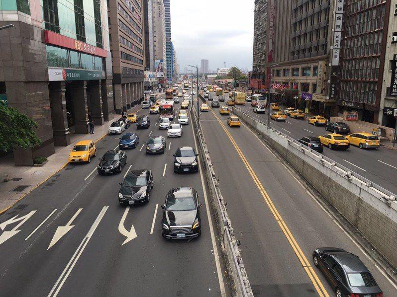 交通部去年針對計程車駕駛人給予薪資補貼。本報資料照片