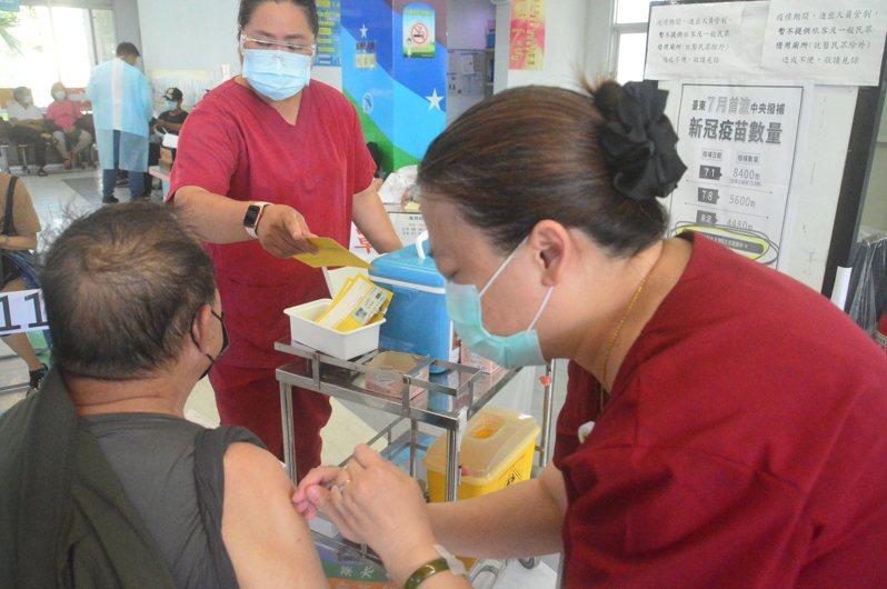 台東縣府向中央申請莫德納疫苗未獲核撥,反而未申請的台北、高雄、台中和屏東獲得疫苗,縣府非常困惑。本報資料照片