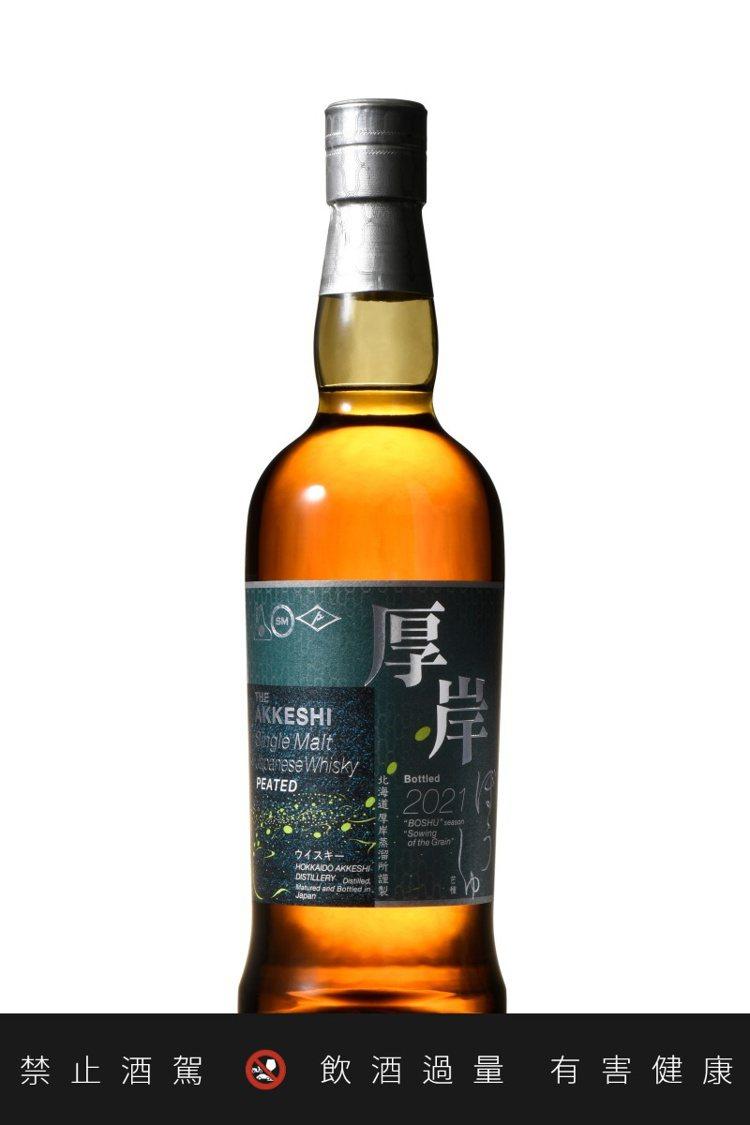 來自北海道厚岸的「芒種」,以深綠色瓶標繪上螢火蟲別具深意。圖/華揚國際提供。 ...
