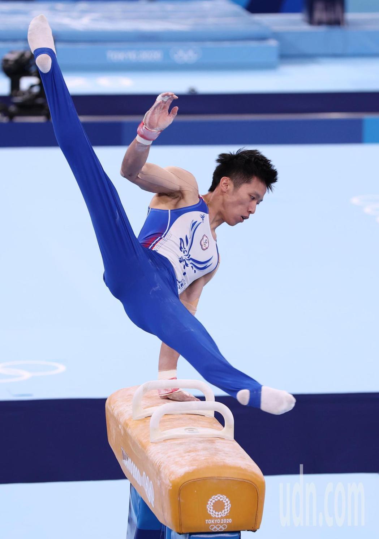 「鞍馬王子」李智凱今天在東京奧運鞍馬決賽以總分15.400摘銀,拿下台灣體操史上...
