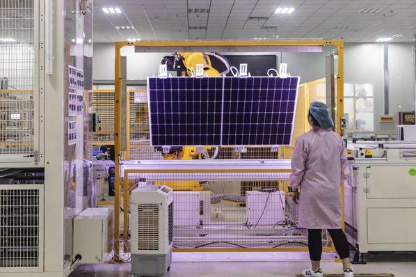 大陸狠甩美國,躍太陽能霸主。(彭博資訊)