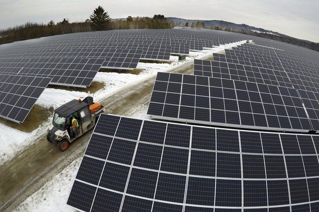 太陽能板(路透)