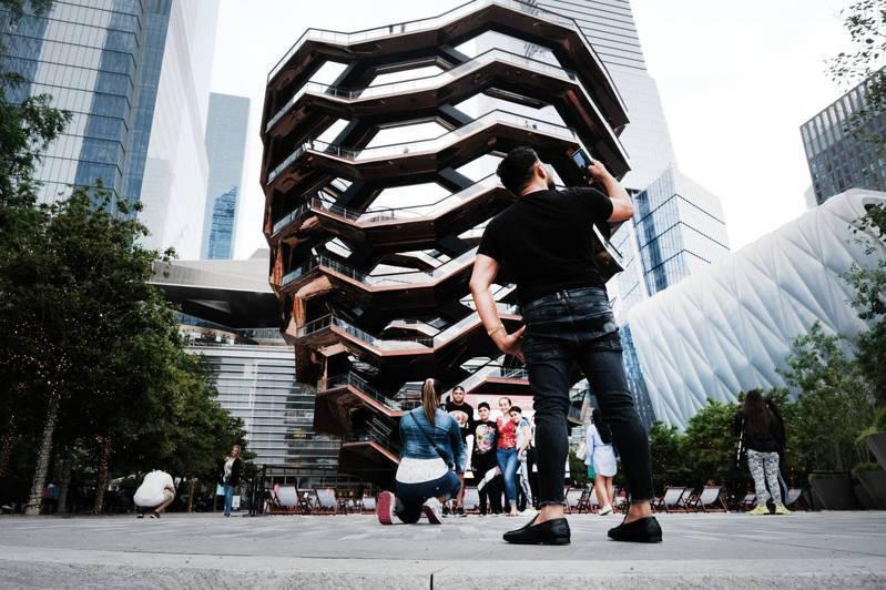 紐約哈德遜園區的新地標the Vessel螺旋梯觀景台自2019年對外開放後,成為熱門的打卡地標。法新社