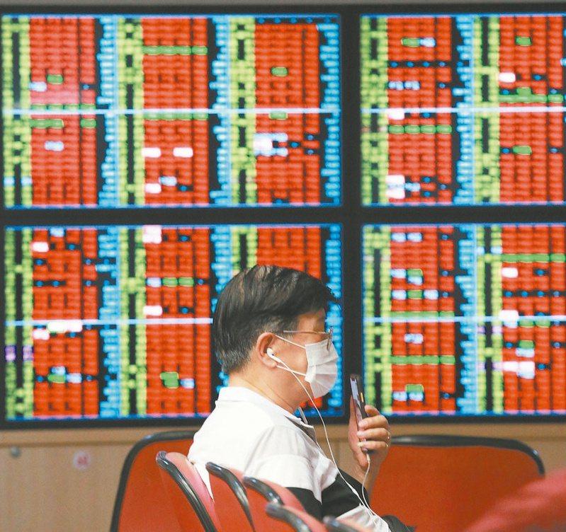 國際股市震盪,外資7月擴大賣超台股1,220億元,累積今年來更大賣5,189億元。(本報系資料庫)