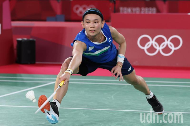 同樣參加過三次奧運的高雄中學羽球教練簡毓瑾,也是戴資穎的教練之一。她形容「戴戴」的個性很兩極化,很霸道、又很撒嬌。 特派記者余承翰/東京攝影