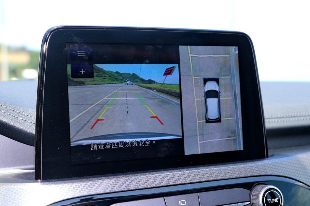 Ford原廠開發360°環景影像行車輔助系統。 記者陳威任/攝影