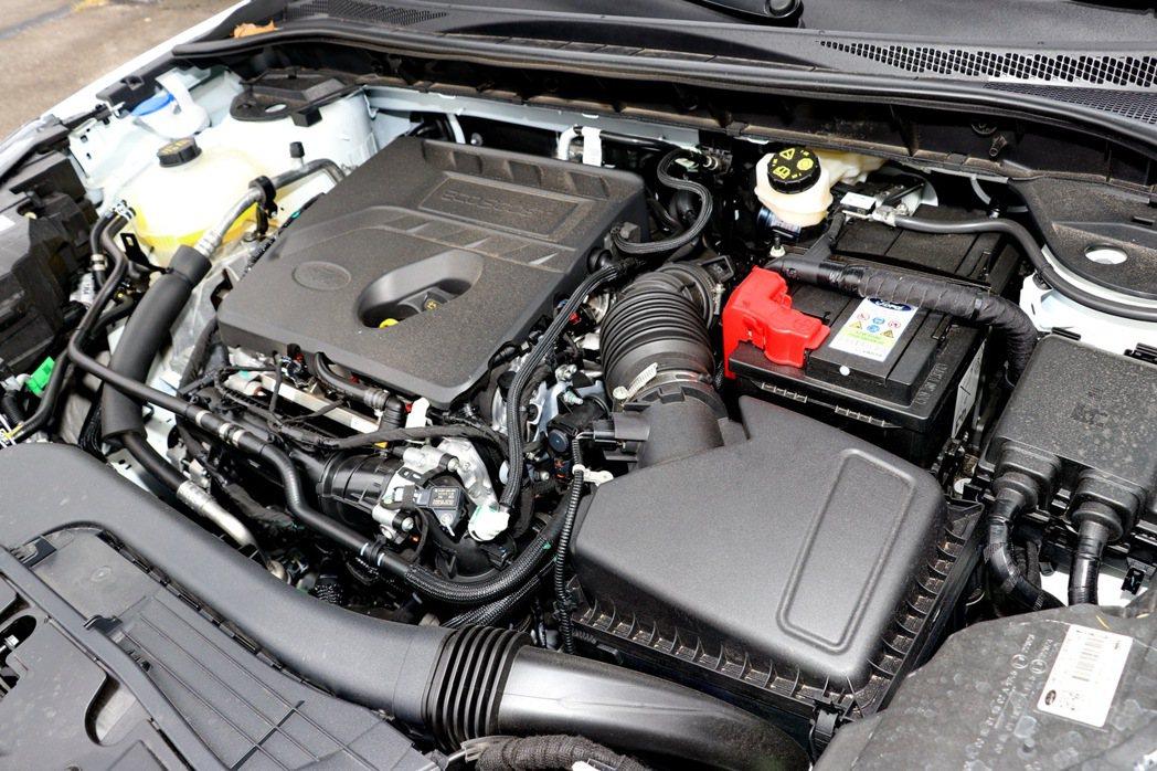 Ford Kuga EcoBoost 180旗艦型搭載一具EcoBoost 18...