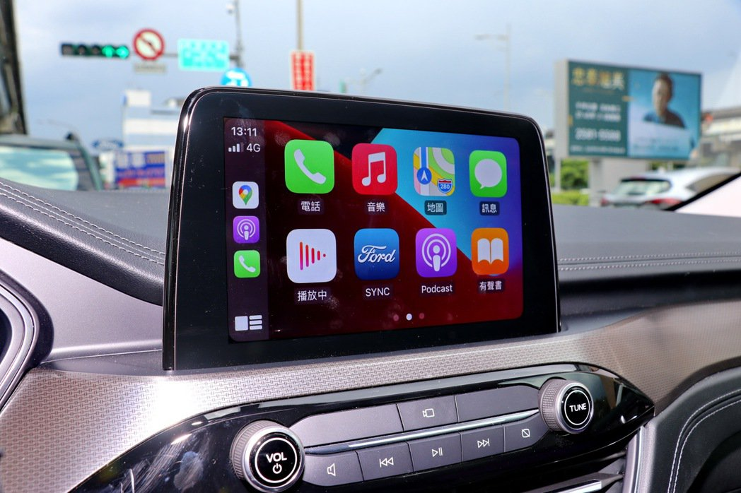 8吋懸浮式LCD觸控螢幕提供Apple CarPlay及Android Auto...