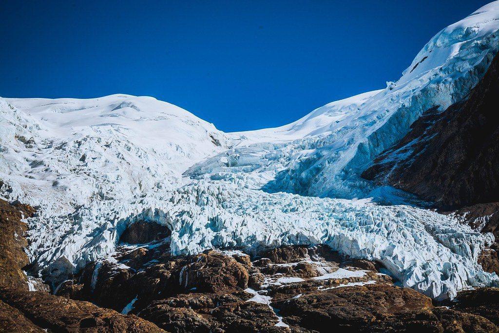 科學家在青藏高原冰川,發現1萬5000年前病毒。圖為西藏卡洛拉冰川。 圖/P...