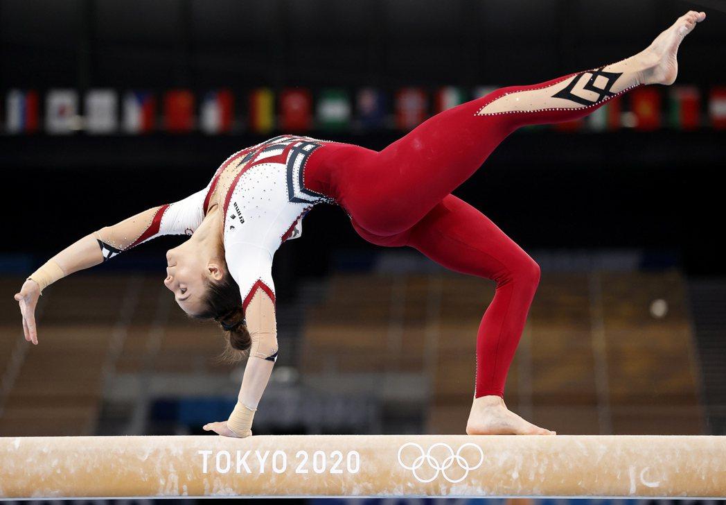 德國女子體操隊在東京奧運選穿一件式體操服,一路延伸到腳踝,用意就是要抵制體操界性...