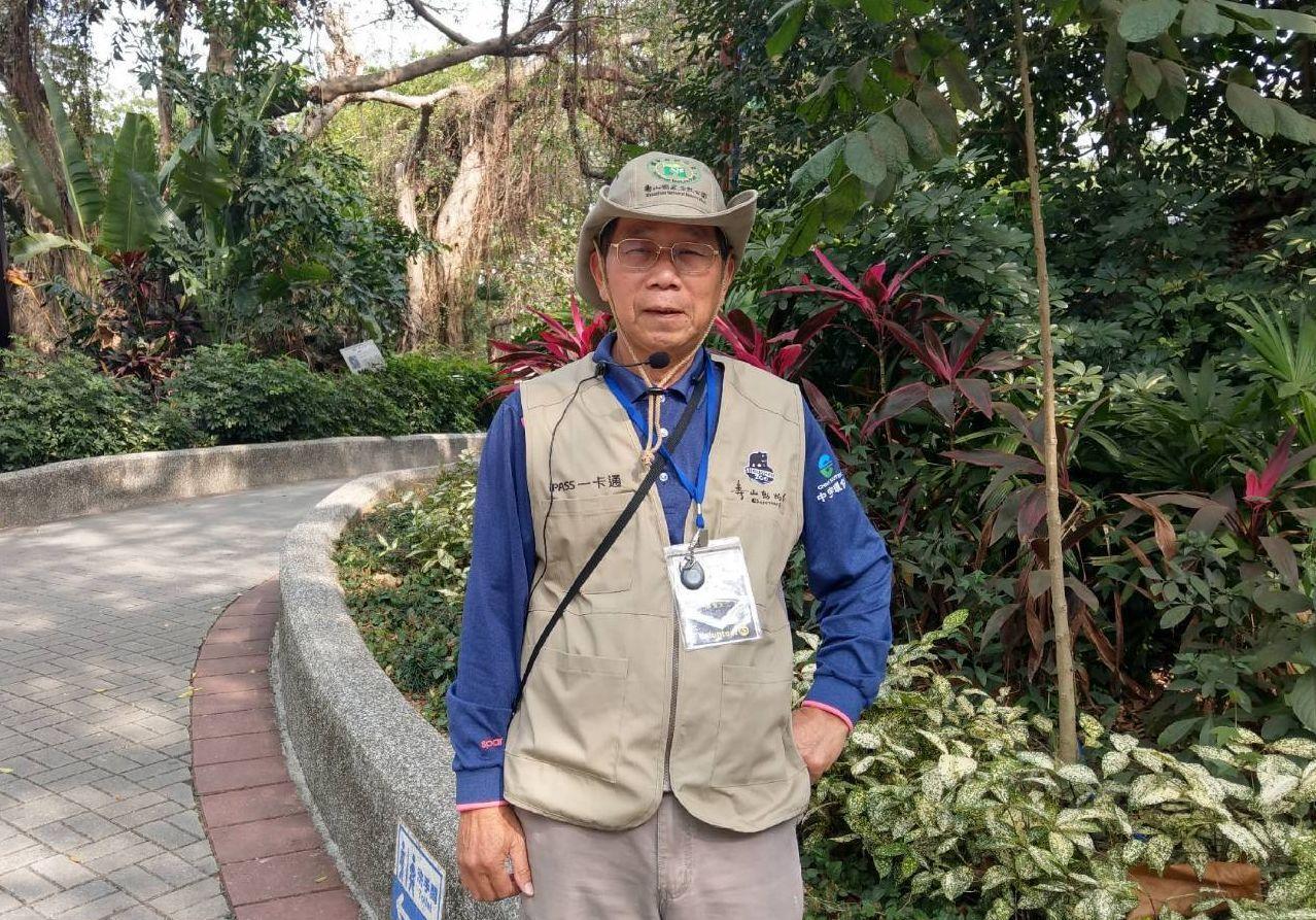 高雄柴山導覽志工「勇伯」張仁勇,退休前是高階警官。 圖/張仁勇提供