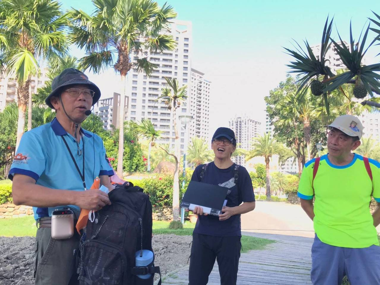 張仁勇(左)自警職退休後,在國家公園當導覽志工,開啟他人生第二春。 圖/張仁勇提...