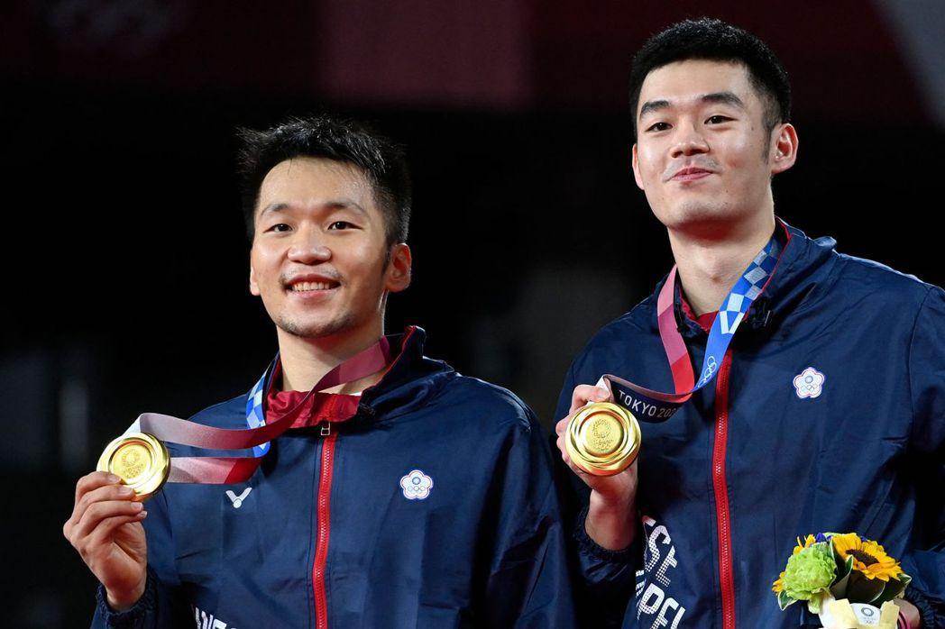 李洋與王齊麟此次東奧為我國奧運羽球男雙奪下史上第一面金牌。 圖/法新社