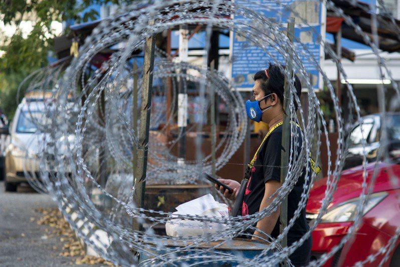 馬來西亞與菲律賓疫情擴大,大馬全國行動管制令解禁遙遙無期,菲律賓也宣布首都大馬尼拉地區6日起全面封城,牽動全球電子業供應。 新華社
