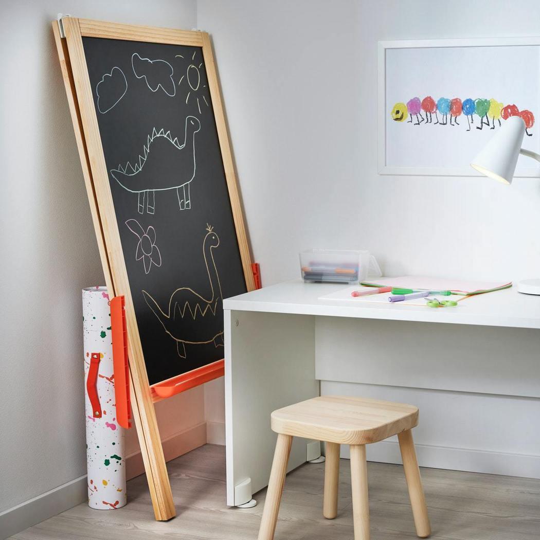 IKEA MÅLA 系列也推出包括黑白板畫架、收藏美術作品的畫筒、安全無毒軟陶土...